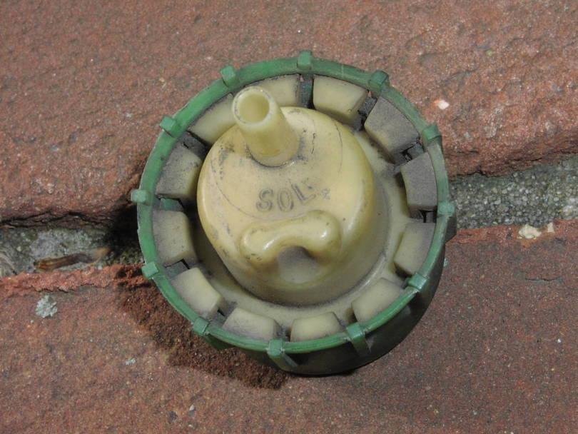 Vacuum check valve